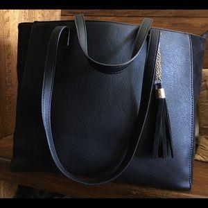 Handbags - Like New Large Black Shoulder Straps Handbag